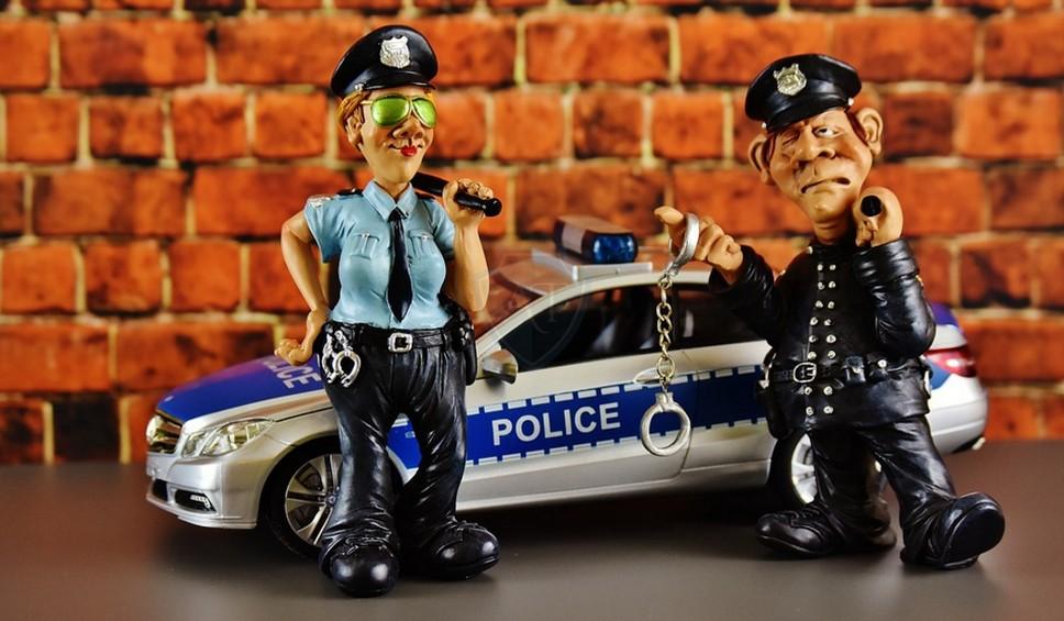 Незаконно действующие инспекторы ДПС при досмотре