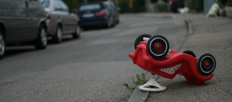 Стукнули стоящую машину во дворе или на стоянке