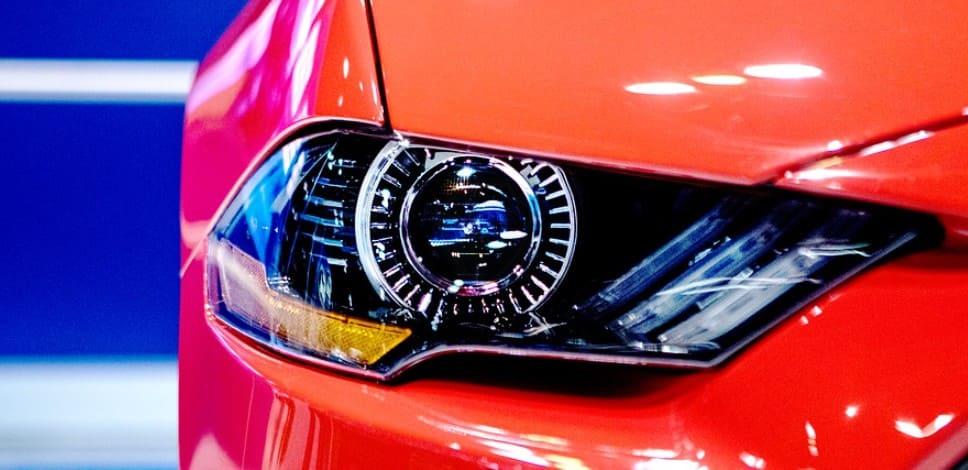 Автомобиль Audi как пример, когда устанавливать реснички в такую фару нельзя