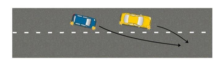 Два автомобиля перестраиваются в один ряд