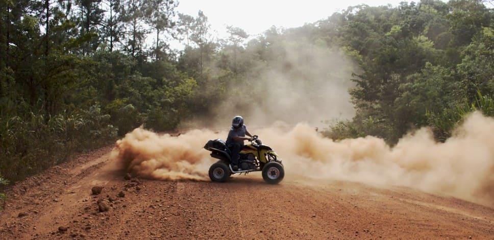 Езда на квадроцикле в поле и в лесу без прав и без регистрации в технадзоре