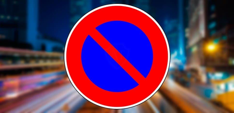 Фото знака Стоянка запрещена по ПДД
