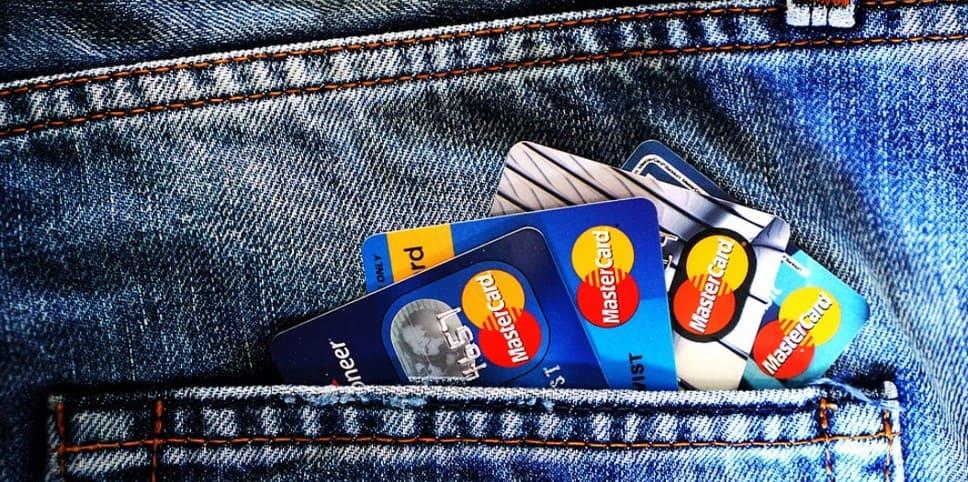 Как приставы снимают деньги с карт и счетов