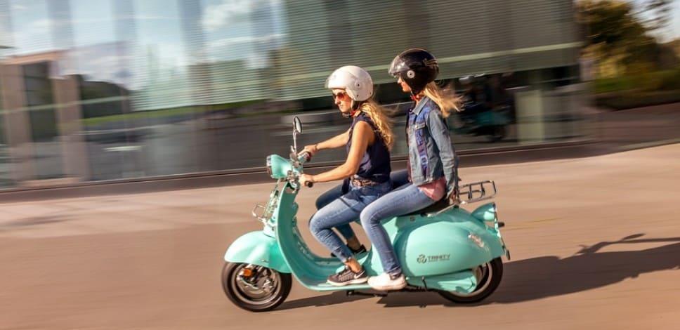 Можно ли ездить на скутере, мопеде, мотоцикле после лишения прав