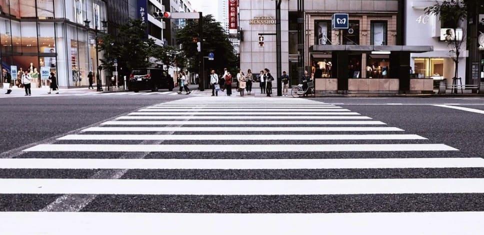 Обязанность по ПДД переходить дорогу по пешеходному переходу