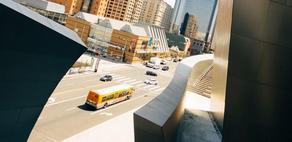 Поворот направо по полосе для маршрутных ТС