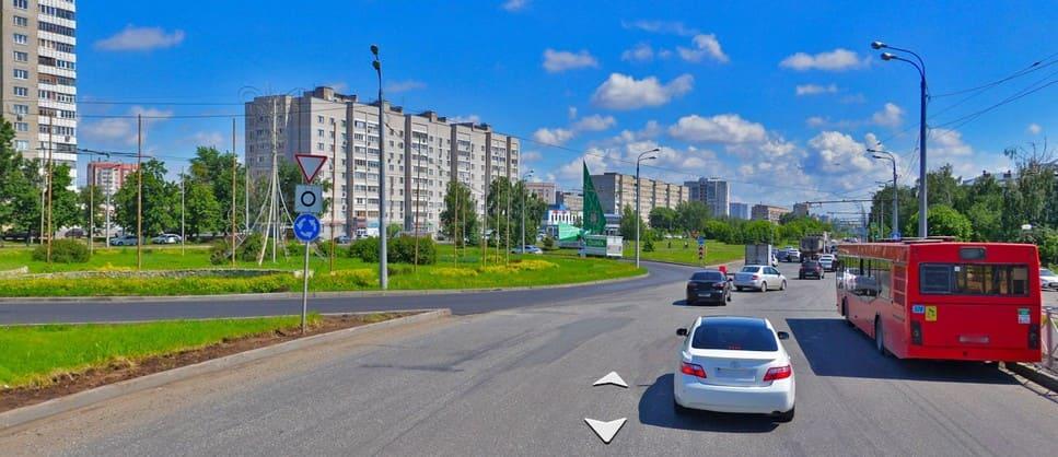 Схема движения по полосам на четырёхполосном круговом движении в Казани