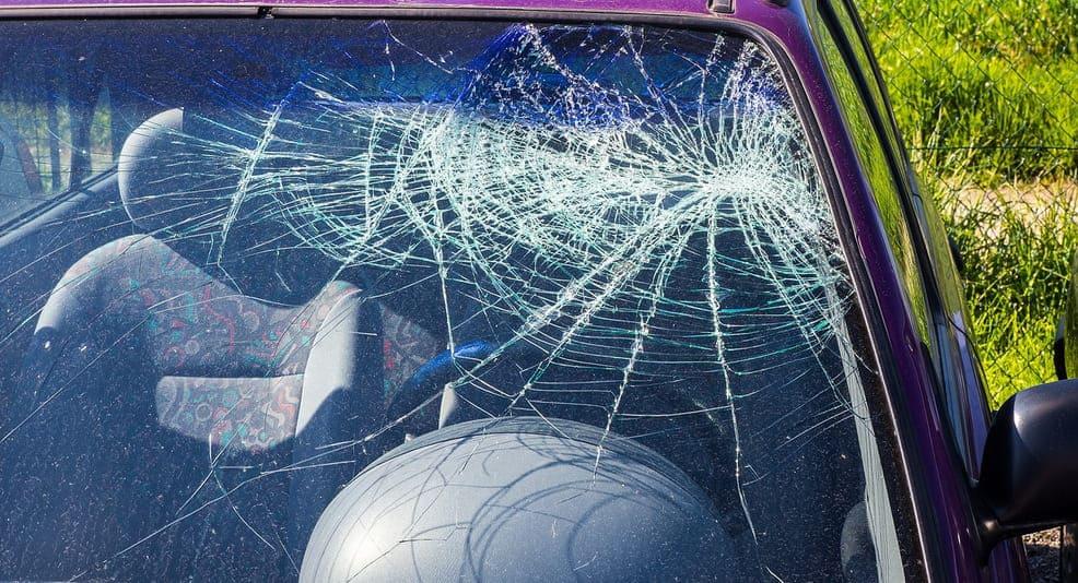 Случайно разбил окно авто