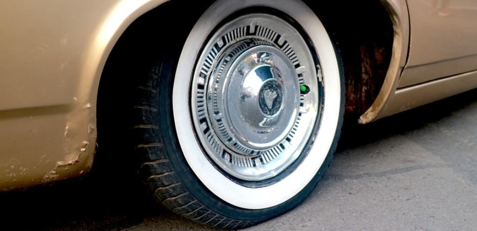 Управление машиной со спущенным колесом