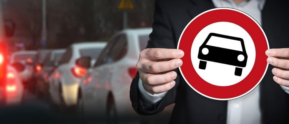 Что делать и какие последствия за сбитый дорожный знак?