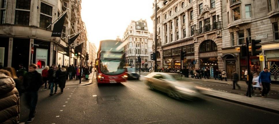 Можно ли ездить по выделенной автобусной полосе в выходные?