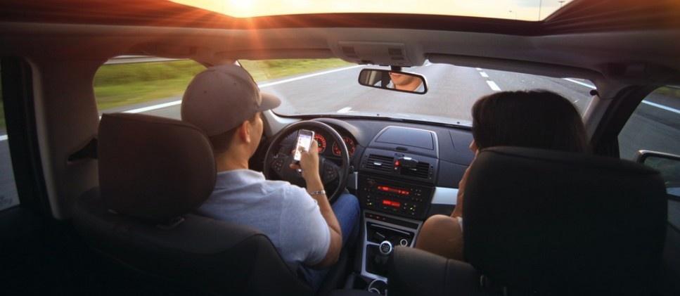 Почему штраф за телефон за рулём неправомерен?