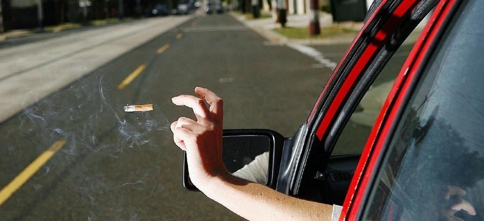 Новый штраф и запрет выбрасывать окурки из окна машины
