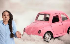 Номер в снегу у автомобиля
